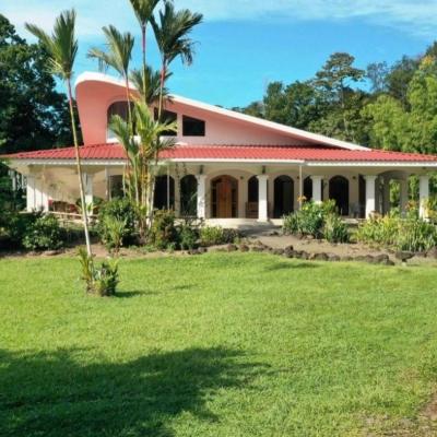 DESIGN AND INSPIRATION: 16 acre Executive Ranch Estate Near Quepos.