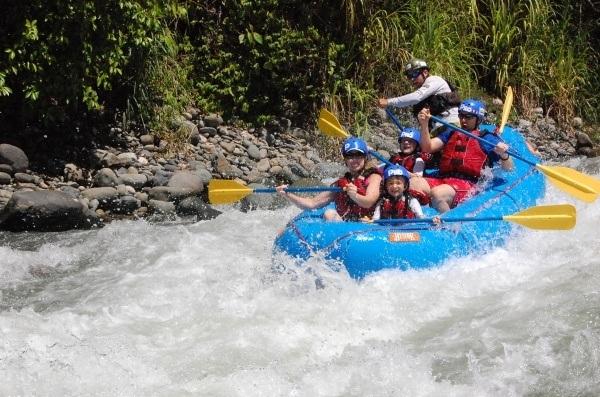 Family rafting in manuel antonio