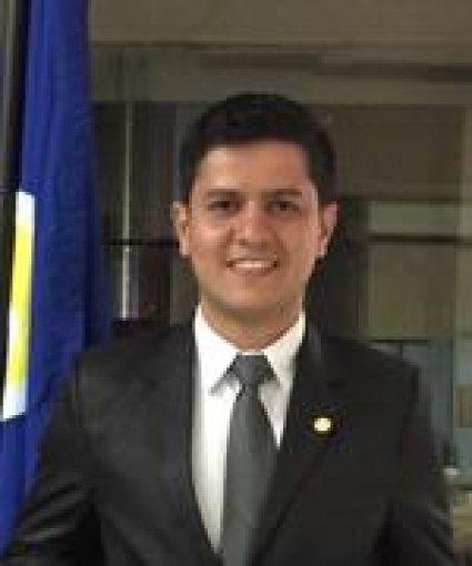 Dr Carlos Alvarez